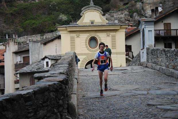 Enzo Mersi secondo in The_Electric_Trail_20122503_by_Serena_Valetudo_skyrunning_rosa_9.jpg