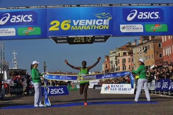 Venice Marathon 2011, vittoria dell'etiope Aredo Tadesse. La keniana Kirop fra le donne