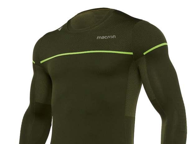 0fb646ff804647 ... linea invernale di abbigliamento per la corsa · Macron: la maglia  Michael in Dryarn per correre in inverno