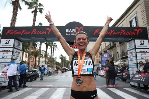 Valeria Straneo vincitrice Mezza Maratona di Bari (foto organizzazione) ebfbaf33016c